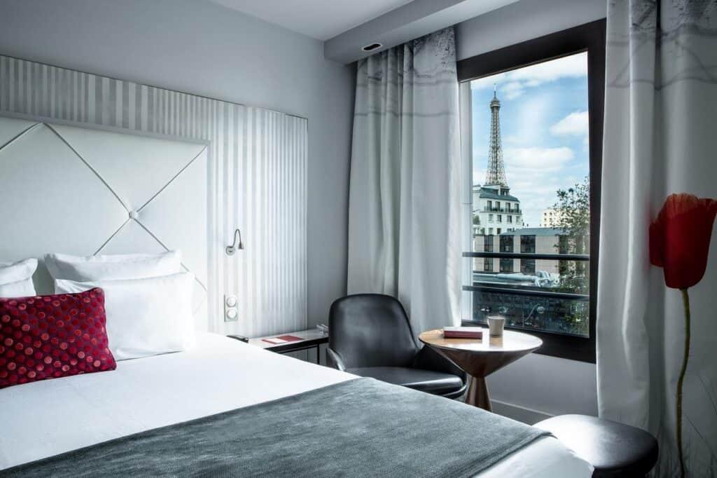 hotel s výhledem na Eiffelovu věž